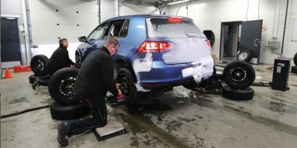 ADAC test winter 2018 changing snow tyre