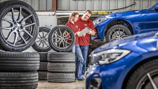 Auto Motor und Sport UHP tyre comparison: summer tyre test in the workshop