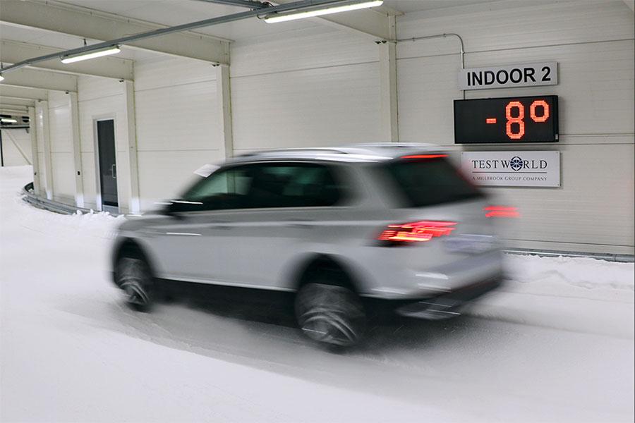 Auto Bild test of a SUV all season tyre on snow in Finland