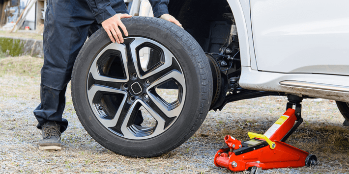 Changing tyres at home: remove the tyre from the rim or keep complete wheels, choose your solution