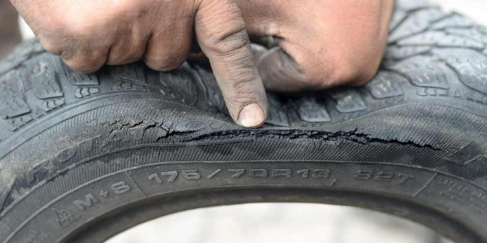 Cracking and ageing of tyres