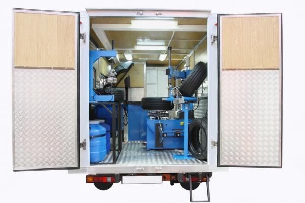 Mobile fitting van