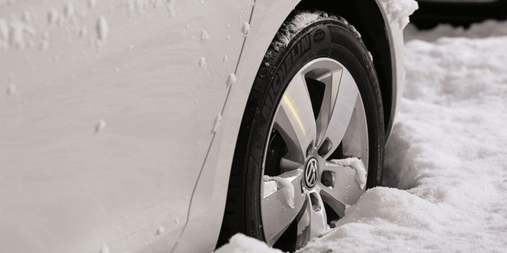 Prepare your car for winter: car maintenance tips and snow tyres